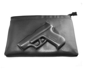 Handtasche mit Pistole